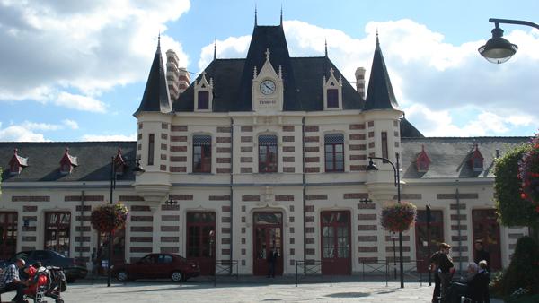 La gare de Vitré pastiche le style Louis XIII