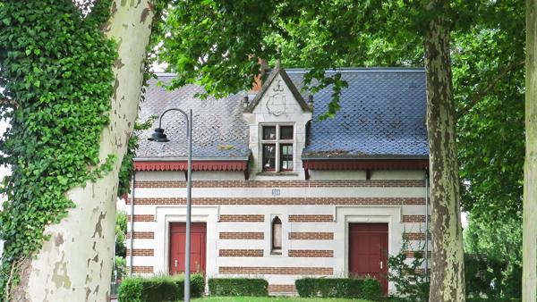 La maison de garde-barrière de Chenonceaux qui rappelle le style Renaissance du château